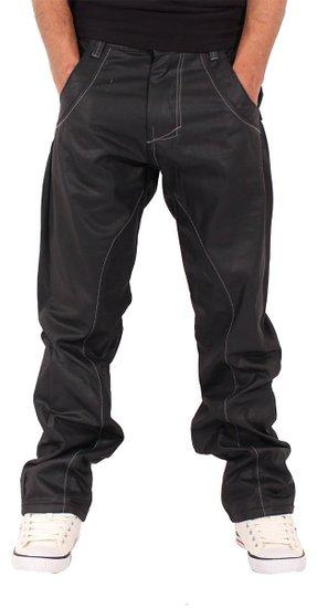 """Anti Fit Jeans weisen zwei elementare Charakteristika auf: Zum einen gehören sie zur Gruppe der Tapered Fit Jeans. Damit wird eine Mischung aus Baggy Pants der 90er und der Karottenhose der 80er bezeichnet. Die klassische Tapered Jeans ist eng an den italienischen """"Paninaro""""-Style der ."""